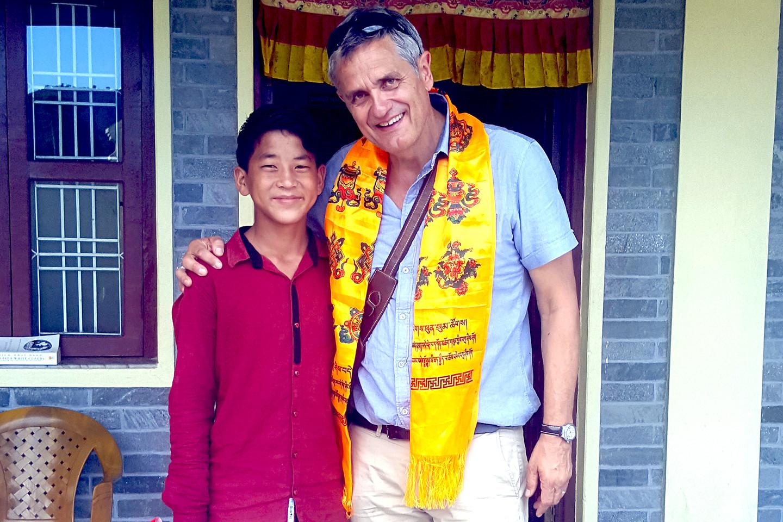 Georges Raemy mit Patenkind Dhanu Bhuda